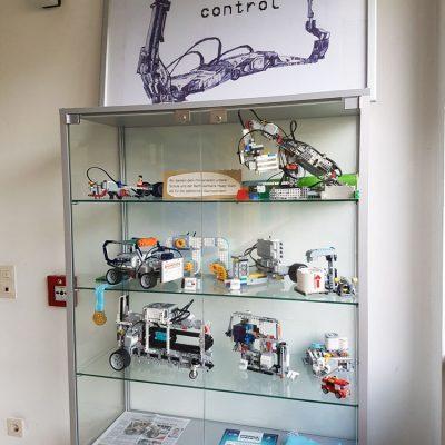 Der Robotics-Schaukasten in der Schule